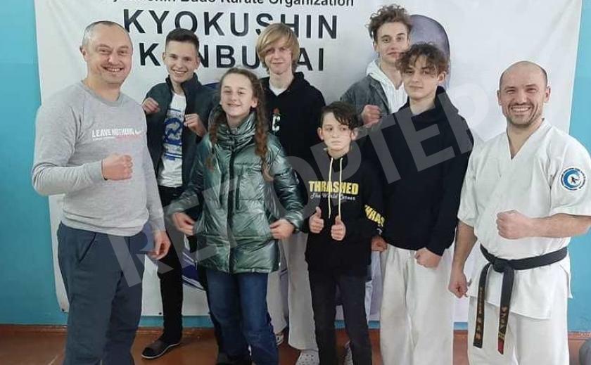 Новомосковские каратисты провели сотни поединков в Николаеве