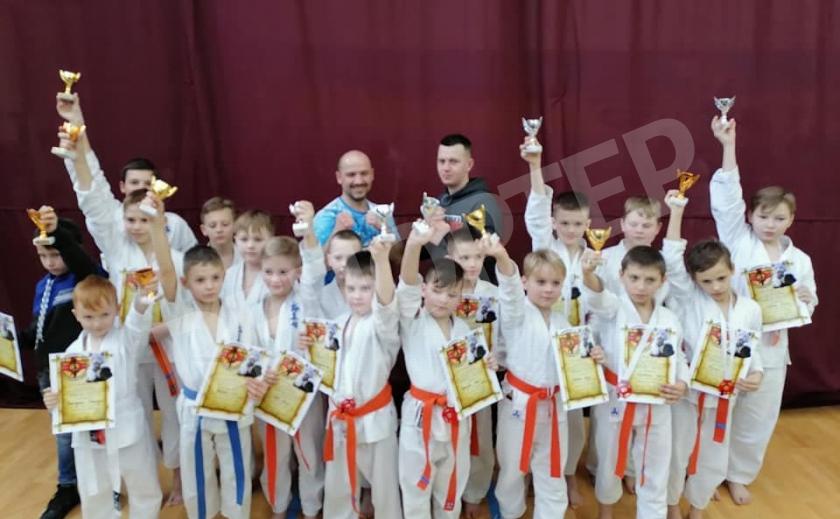 Новомосковские каратисты завоевали в Днепре 5 золотых медалей