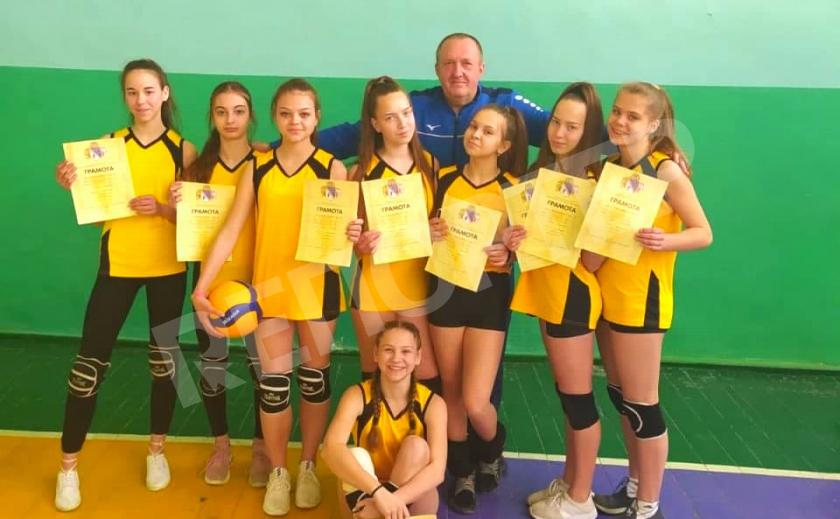 Школьницы-волейболистки из Гвардейского выиграли чемпионат области