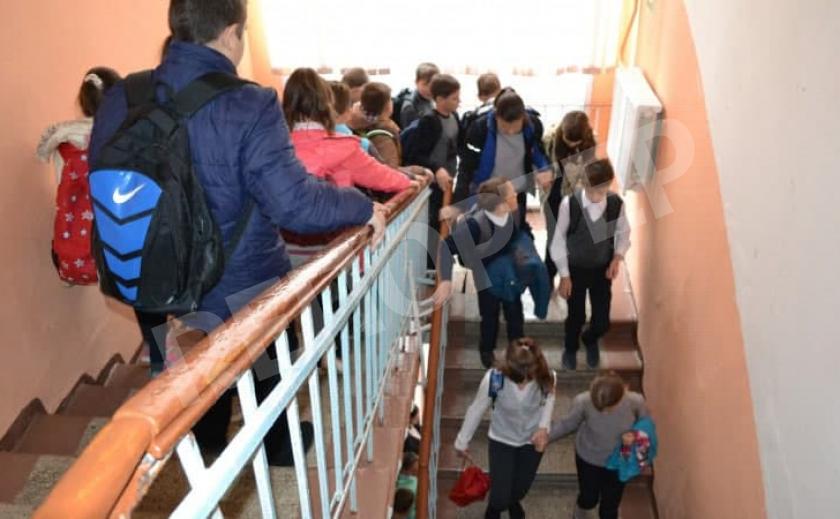 Из новомосковской школы срочно эвакуировали детей