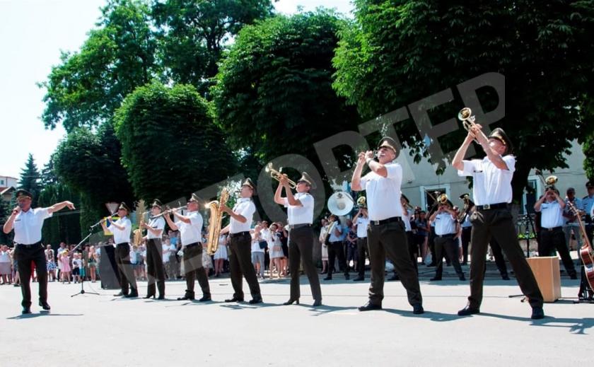 Военный оркестр из Новомосковска феерично выступил на 499-летии Чорткова