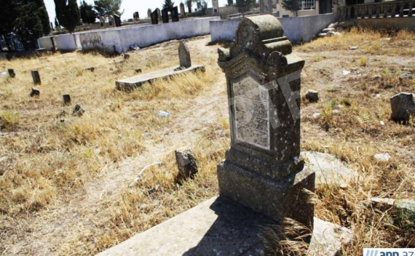 В Новомосковске не могут расшифровать надписи на еврейских надгробиях